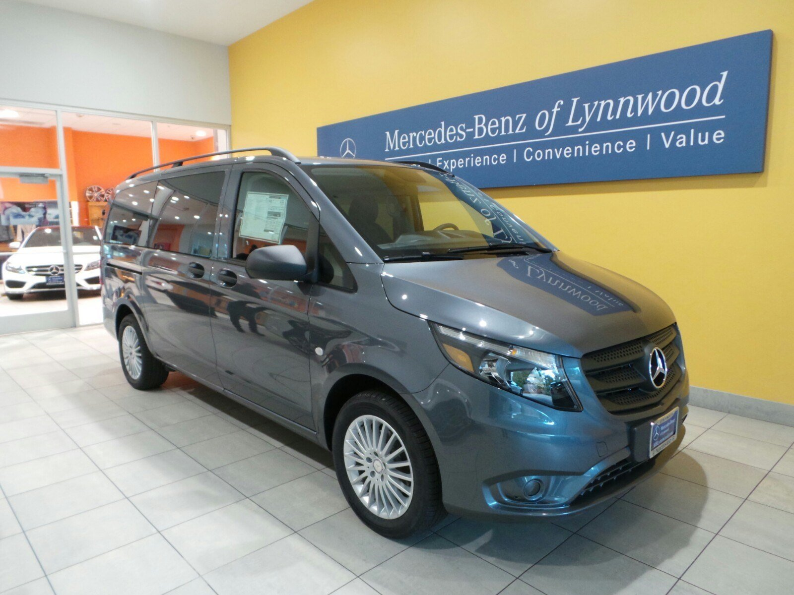New 2017 mercedes benz metris passenger van passenger van for 7 passenger mercedes benz